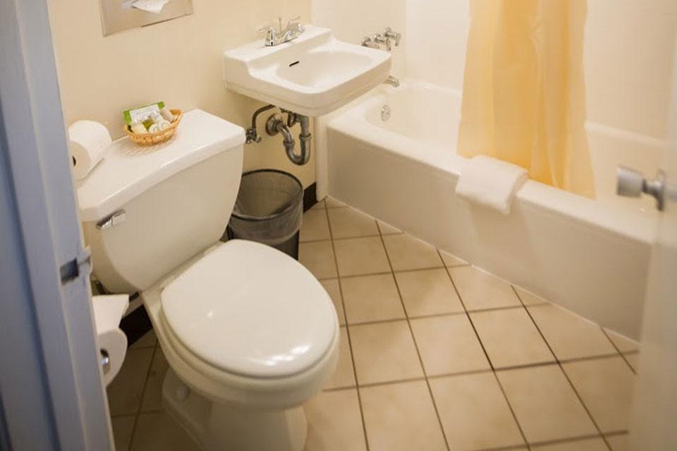 Family Suite | Bathroom