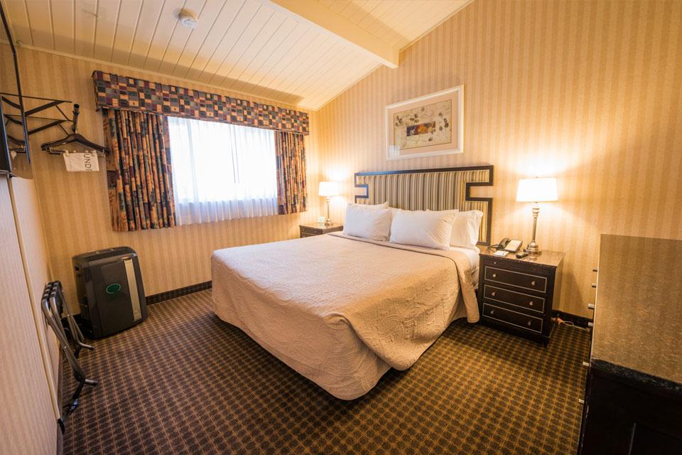 Garden View King Suite | Bedroom