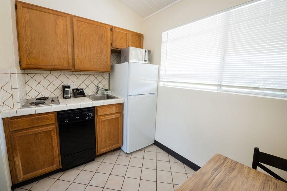 Kitchenette Studio | Stove and Kitchen